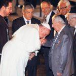 Francisco se reúneen el Vaticano con la cúpula judía sionista mundial encabezada por un Rothschild, ¿también a ellos les besaría las manos?
