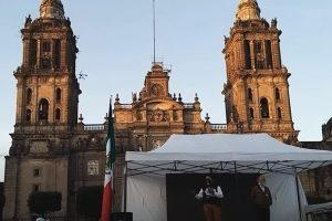 Miguel Salinas en el Ágora de la Verdad del campamento de FRENAAA en el Zócalo de la Ciudad de México