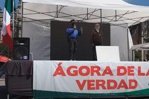 Miguel Salinas Chávez en el Ágora de la Verdad del campamento de FRENAAA hablando sobre Lucas Alamán